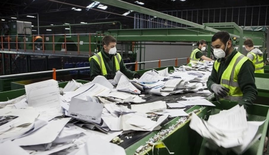 Paper Round collect waste and recycling from around London, but what's it like day to day working for a waste and recycling company?At the yard we have a combination of office and yard staff as well as the drivers and mates.